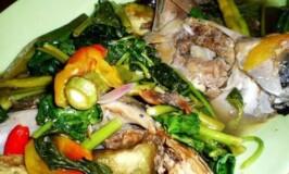 Sinigang na Panga ng Tuna Recipe (Tuna jaw cooked in sour broth)