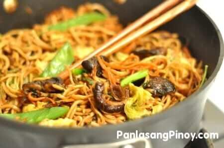vegetarian pancit canton with mushroom
