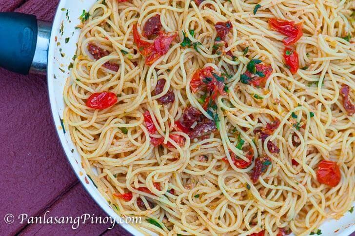 Fresh Basil and Sun Dried Tomato Spaghetti Pasta_