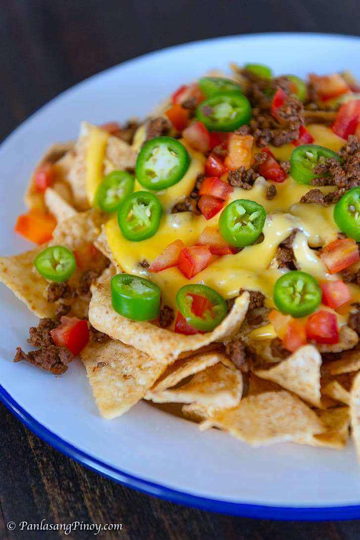 Beef Nachos with Cheese Sauce Homemade Recipe