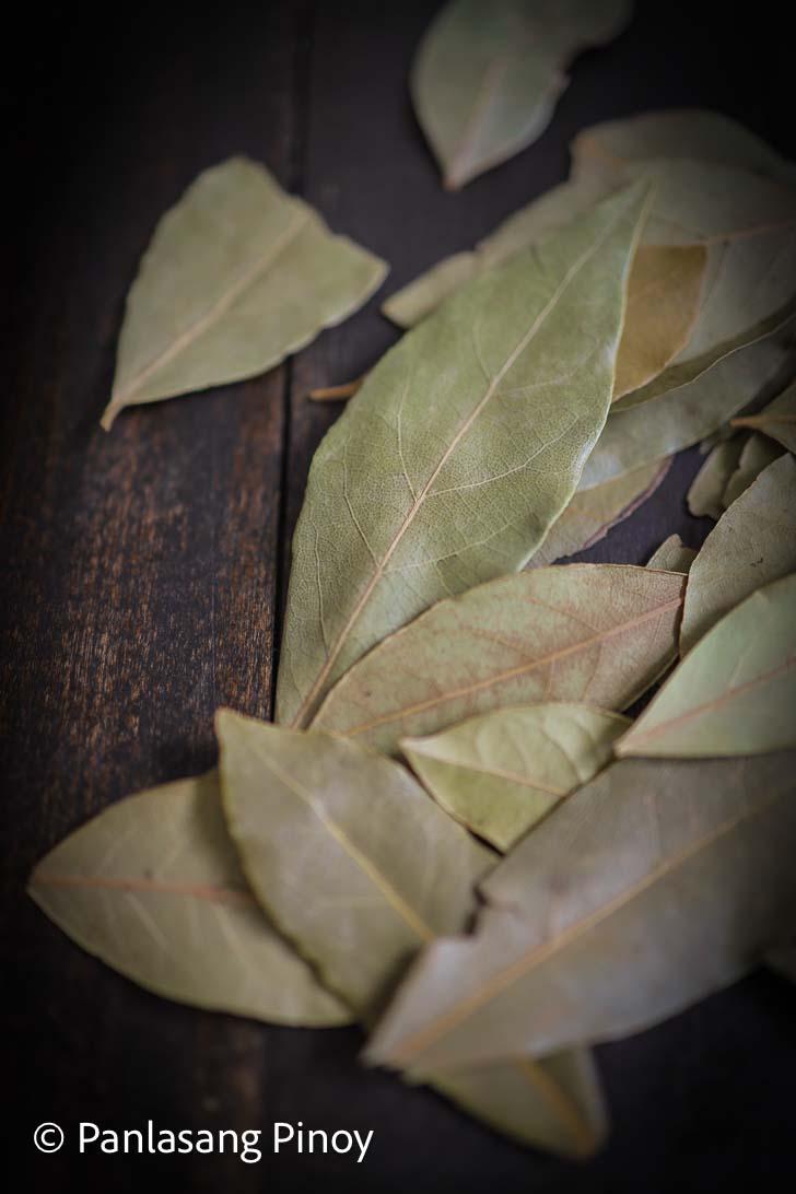 Burning bay leaves